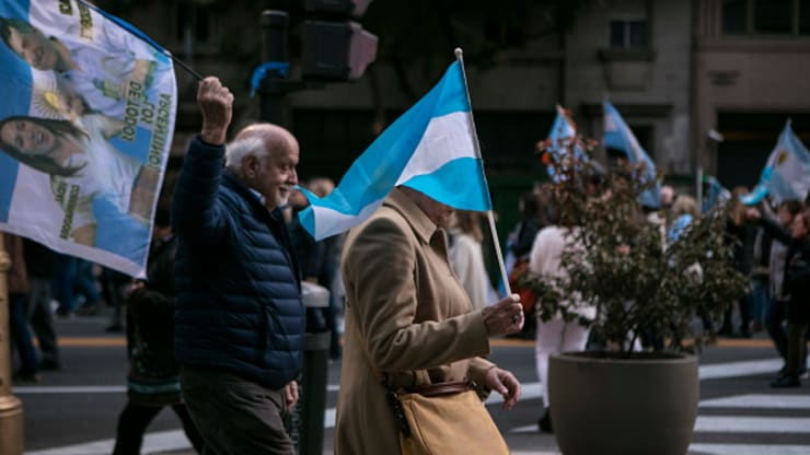 106107395 1567411509631gettyimages 1170001962 - Argentina imposes currency controls as its economic crisis deepens