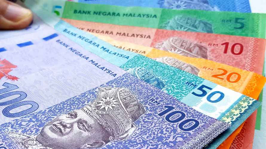 shutterstock 625430405 - Ringgit continues to weaken for seventh day to 4.2260